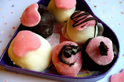 japan_fashion_creative_valentines-day_romantic_2012_february_14_couples_honmei_giri_tomo_jibun_chocolate_marshmallow_cute_fumiko-kawa_07